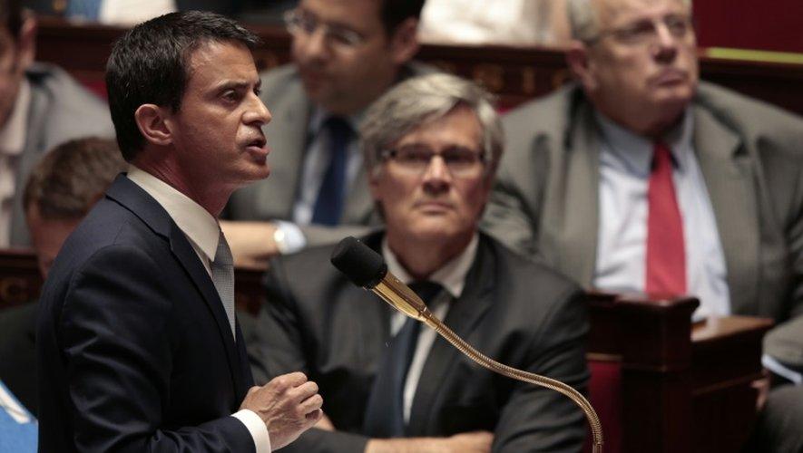 Le Premier ministre Manuels Valls et le ministre de l'Agriculture Stéphane Le Foll à l'Assemblée nationale à Paris le 22 juillet 2015