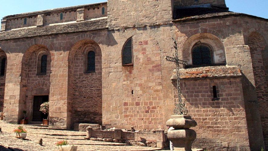 Posé sur les contreforts du Lévezou, Castelnau-Pégayrols surplombe la vallée de la Muse. Le village est riche de cinq sites historiques. Déambuler dans ces entrelacs de ruelles, c'est remonter le fil de l'Histoire.