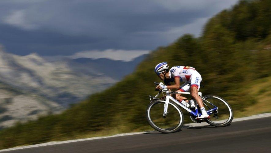 Thibaud Pinot en pleine descente lors de la 17e étape du Tour de France, le 22 juillet 2015 à Pra-Loup