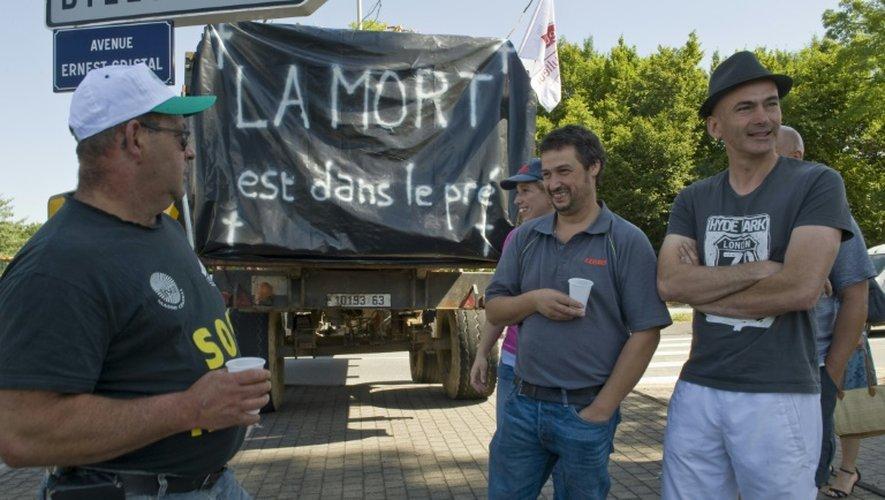 Blocage d'une rue le 23 juillet 2015 à Clermond-Ferrant, lors d'une manifestation d'agriculteurs