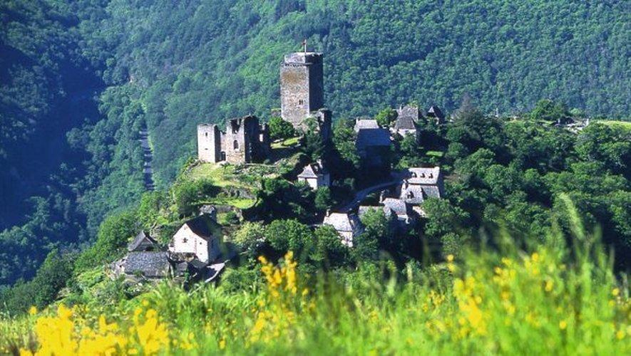 Lacroix-Barrez - Un château au bord du précipice