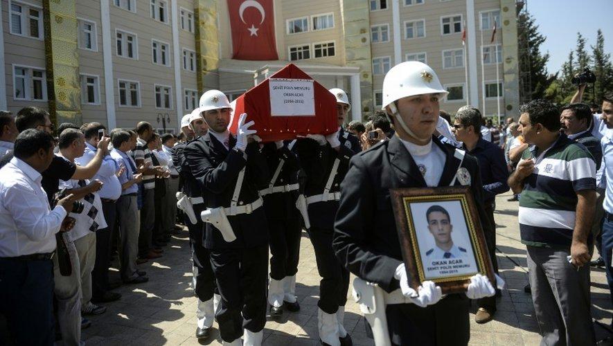 Funérailles des deux soldats turcs tués par des membres du Parti des travailleurs du Kurdistan (PKK), le 23 juillet 2015 à Saliurfa