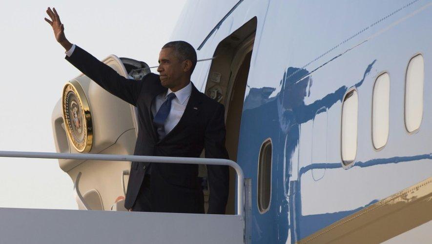 Le président Barack Obama embarque à bord de l'avion Air Force One le 23 juillet 2015 à Maryland