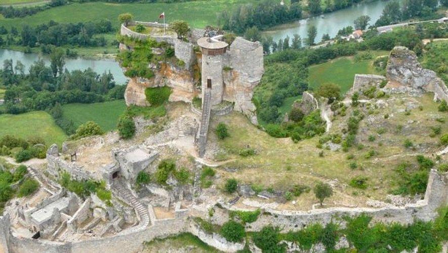 Rivière-sur-Tarn - Peyrelade, le château perché