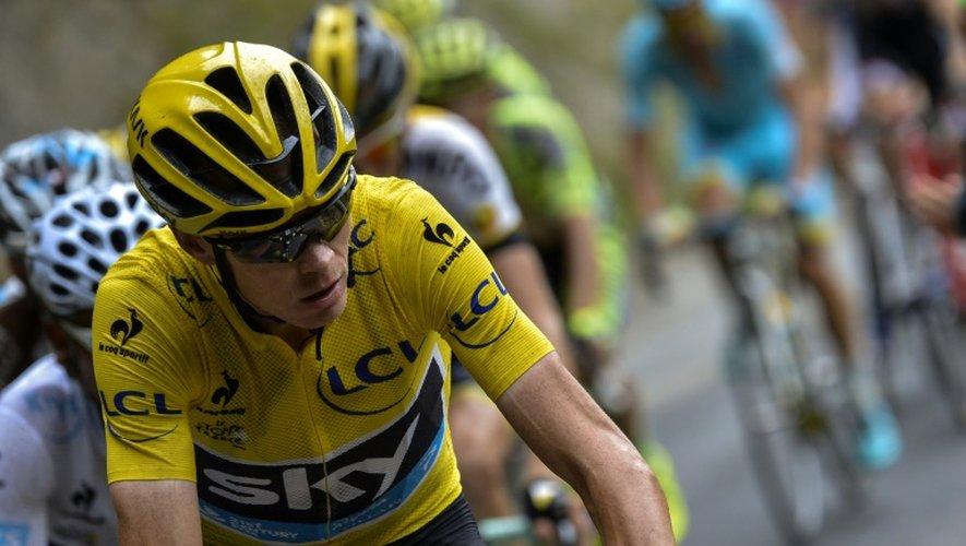 Le maillot jaune du Tour de France Chris Froome lors de la 19e étape du Tour de France, entre Saint-Jean-de-Maurienne et La Toussuire, le 24 juillet 2015