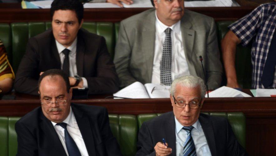 Le ministre de l'Intérieur Neji Gharsalli et le ministre de la Justice Mohamed Salah Ben Aissa lors du débat à l'Assemblée sur la nouvelle loi antiterroriste le 24 juillet 2015 à Tunis