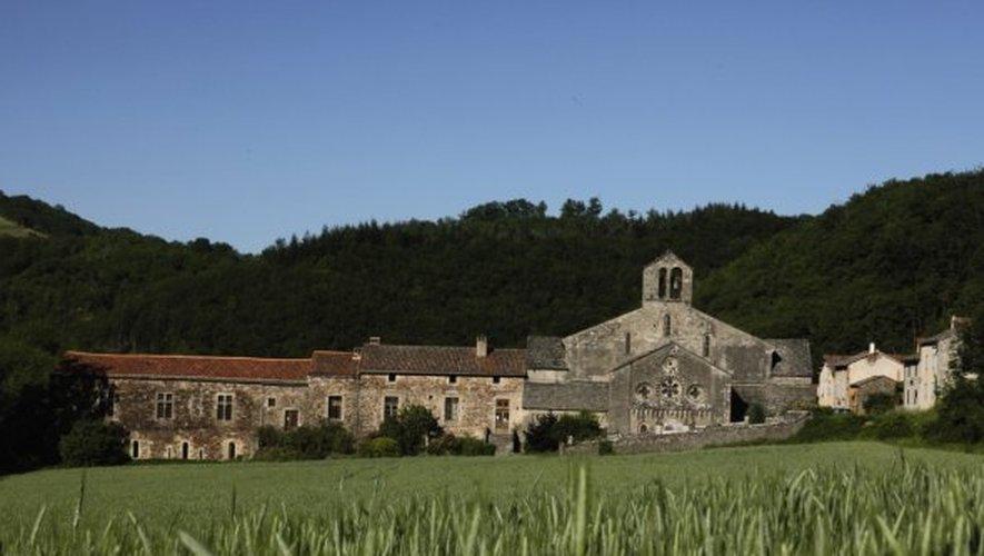 Mystique, l'abbaye se niche dans la vallée. Chaque été, elle accueille un festival international de musiques sacrées.