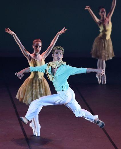 """Le danseur soliste italien Nicola Lazzaro sur scène lors de la première mondiale au Grand Théâtre d'Albi du ballet """"Le Petit Prince"""", le 24 juillet 2015"""