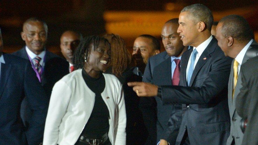 Barack Obama accueilli par sa demi-soeur Auma à son arrivée le 24 juillet 2015 à l'aéroport international de Nairobi