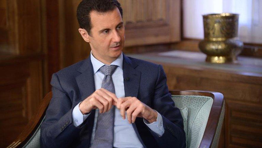 Photo fournie par l'agence SANA du président syrien Bachar al-Assad , le 17 avril 2015 à Damas, lors d'un entretien