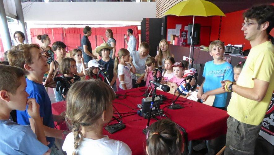 De leur premier passage au micro, avec radio Albigès, les petits « drollès » se souviendront !