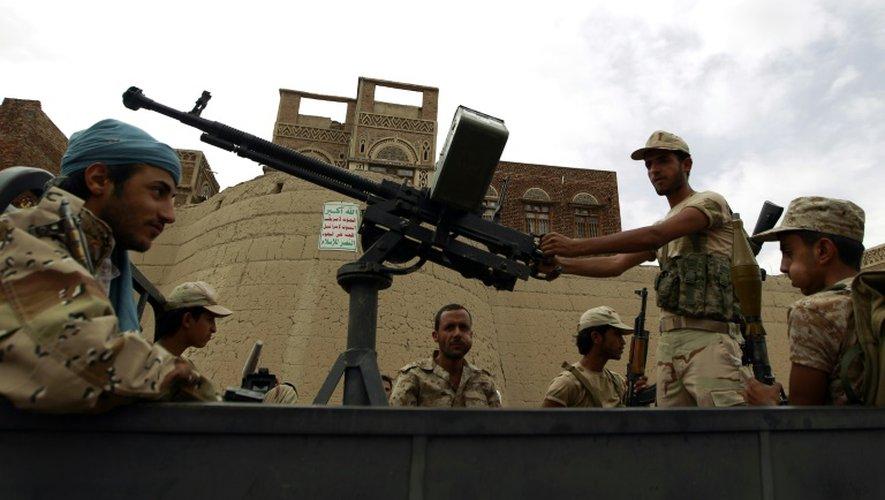 Des partisans yéménites des rebelles houthis dans les rues de Sanaa le 24 juillet 2015