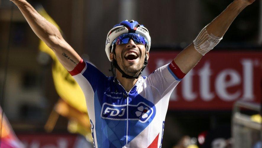 Thibaut Pinot franchit en vainqueur la ligne d'arrivée de la 20e et avant dernière étape du Tour de France, le 25 juillet 2015 à L'Alpe d'Huez