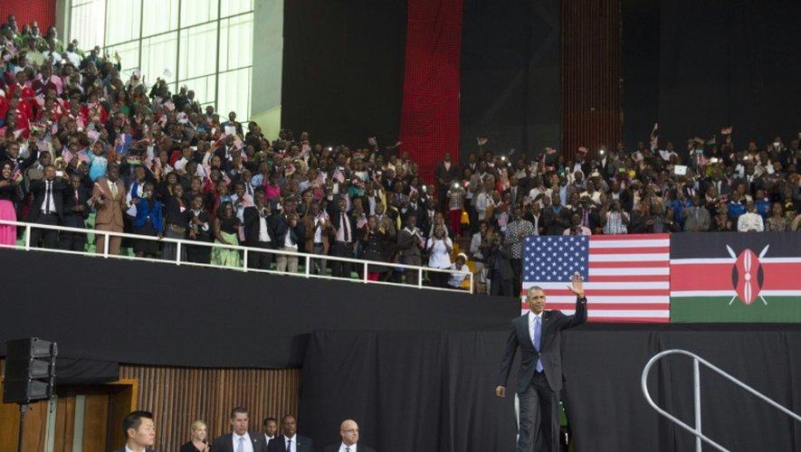 Le président américain Barack Obama arrive pour donner un discours dans un complexe sportif de la capitale Nairobi, le 26 juillet 2015