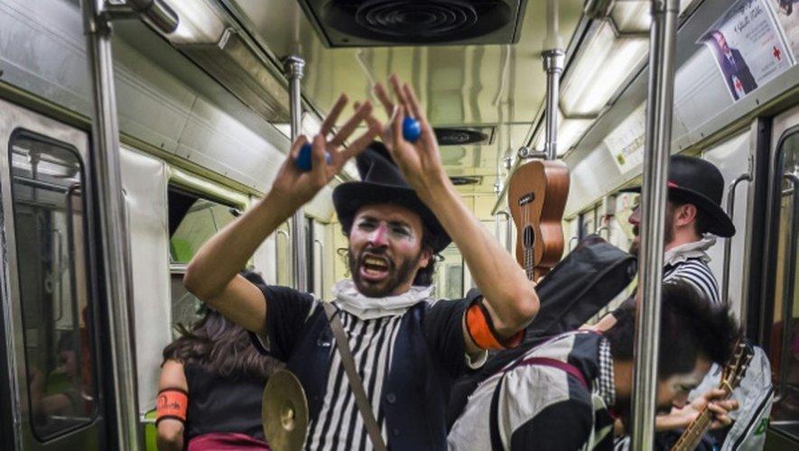 Des clowns dans le métro le 31 mars 2015 à Mexico