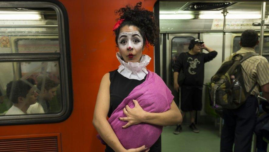 Xareny Orzal, l'une des clowns dans le métro le 31 mars 2015 à Mexico