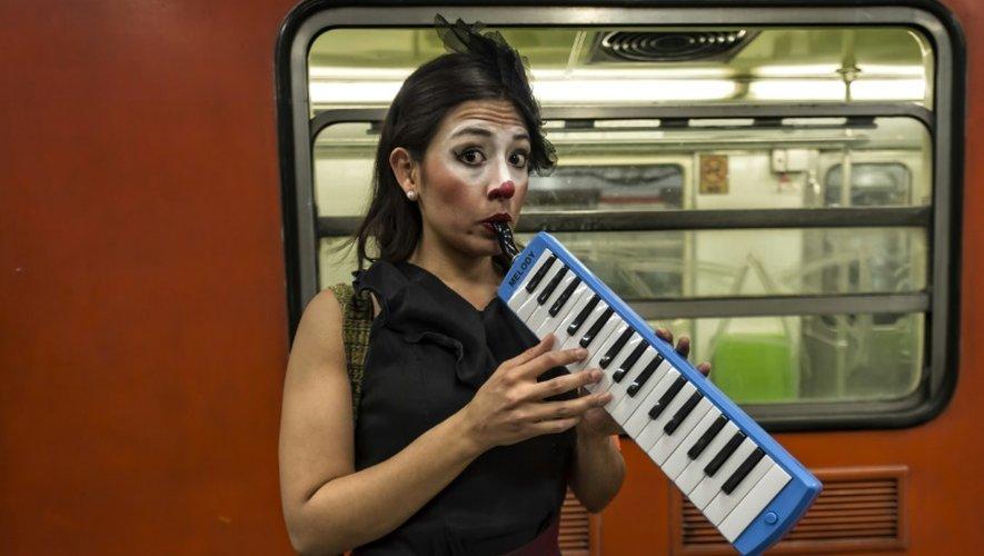 Claudia Cervantes, l'une des clowns dans le métro le 31 mars 2015 à Mexico