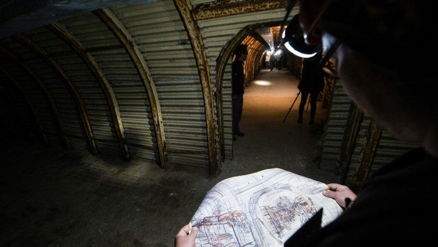 Un guide dans le tunnel de Fan Bay le 23 juillet 2015 à Douvres