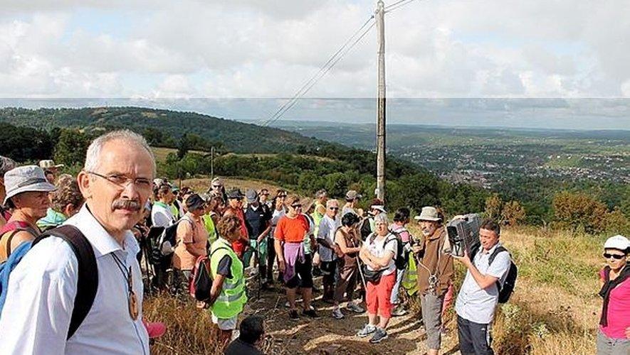 Près de 80 personnes, dont monseigneur François Fonlupt, ont participé à cette randonnée.