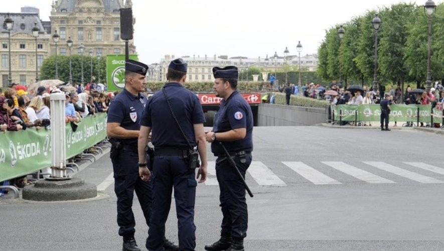Des policiers place de la Concorde le 26 juillet 2015 à Paris