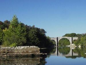 Brissac - Une baignade rêvée près des arches romanes