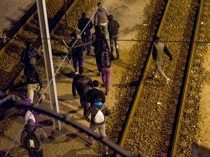 Migrants: nouvelle nuit de tentatives d'intrusion dans le tunnel sous la Manche