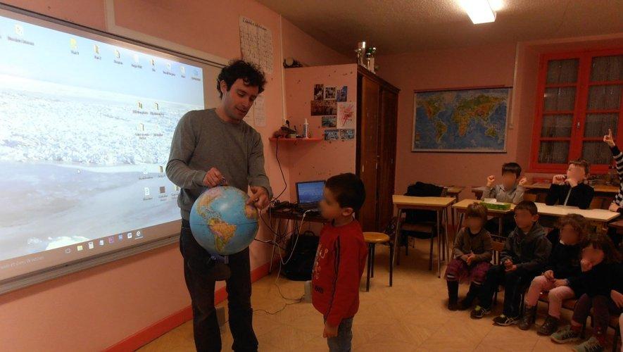 C'est au cœur des écoles de Saint-Côme et celle d'Olemps que Maxime Authier est venu raconter ses voyages.