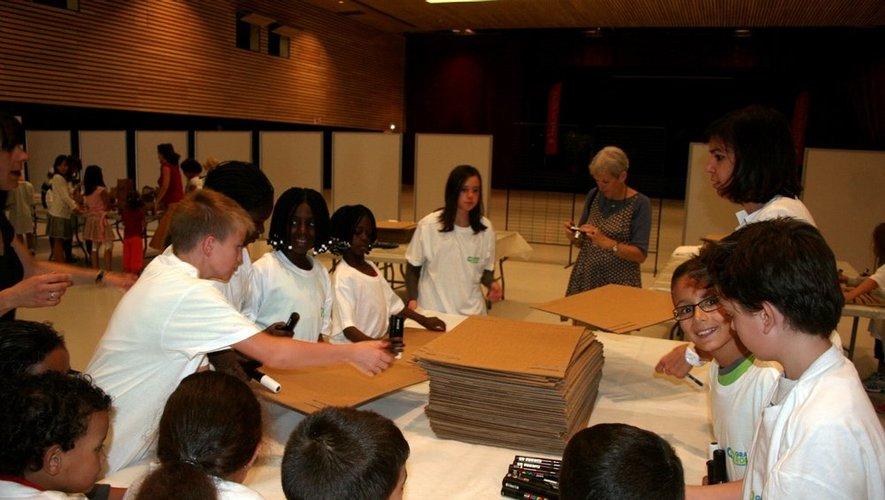 Une dizaine de tables étaient à la dispositions des jeunes.