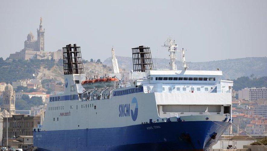 """Le """"Monte d'Oro"""", un ferry de la SNCM, dans le port de Marseille le 23 juin 2014"""