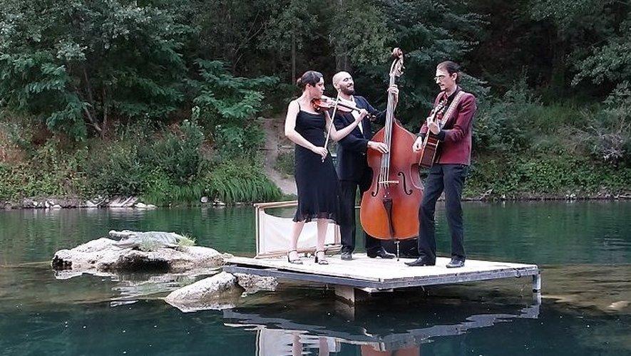 Au Canoë Café, un concert sur l'eau... sous le viaduc de Millau