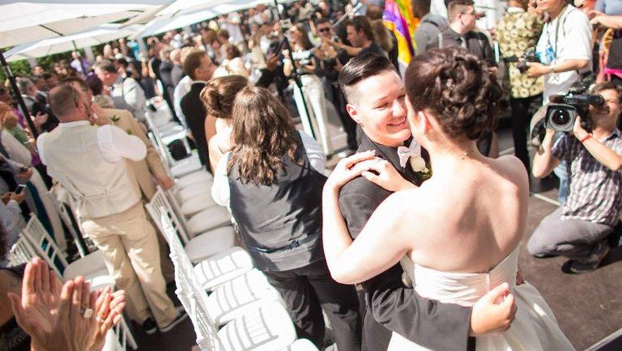 A Toronto, 115 couples homosexuels venus du monde entier se marient