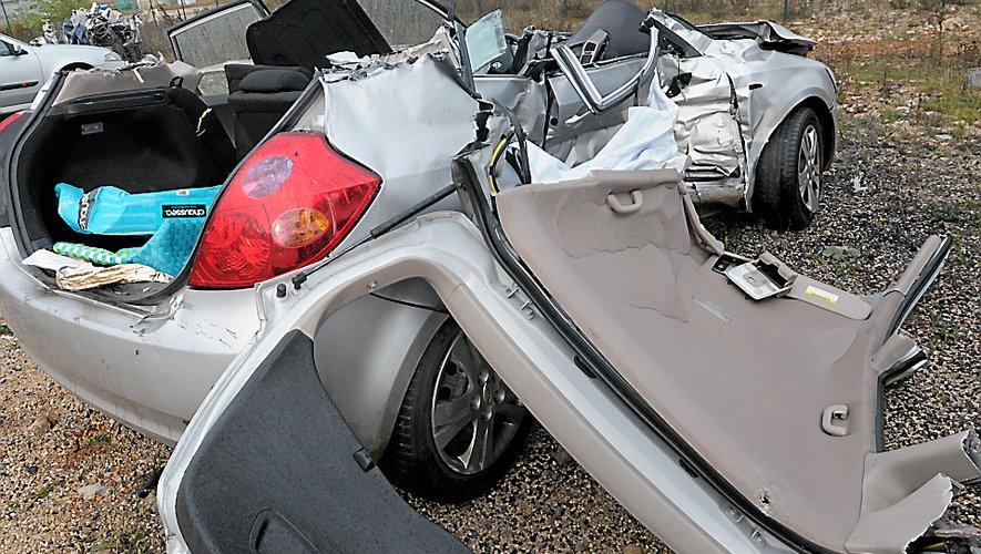 ACCIDENT ENTRE SAUCLIERES ET ST JEAN DU BRUEL LE VEHICULE AU GARAGE SAUQUET LA CAVALERIE / CAMION RENVERSE A LAURAS  / FD