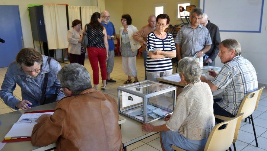 Des électeurs  lors du référendum sur l' aéroport, le 26 juin 2016 à Notre-Dame-des-Landes