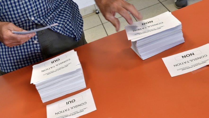 Les bulletins de vote pour le référendum sur l' aéroport, le 26 juin 2016 à Notre-Dame-des-Landes