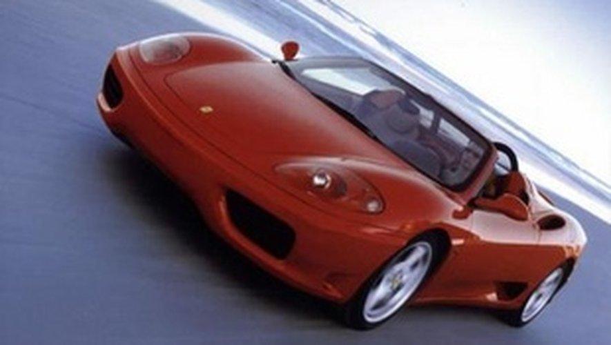 Le conducteur a vu son permis retiré sur le champ et sa Ferrari ( ici en version cabriolet) immobilisée.