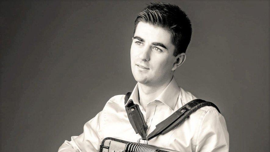 Guillaume Fric met sur pieds un concours d'accordéon, de niveau national et mondial. Une quarantaine de candidats sont d'ores et déjà pressentis pour le concours (Suisse, Nîmes, Franche-Comté, Paris, Aveyron…)