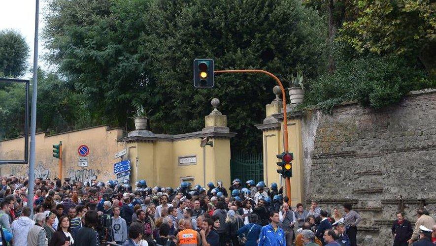 Manifestation en marge des funérailles d'Erich Priebke à Albano Laziale, près de Rome, le 15 octobre 2013