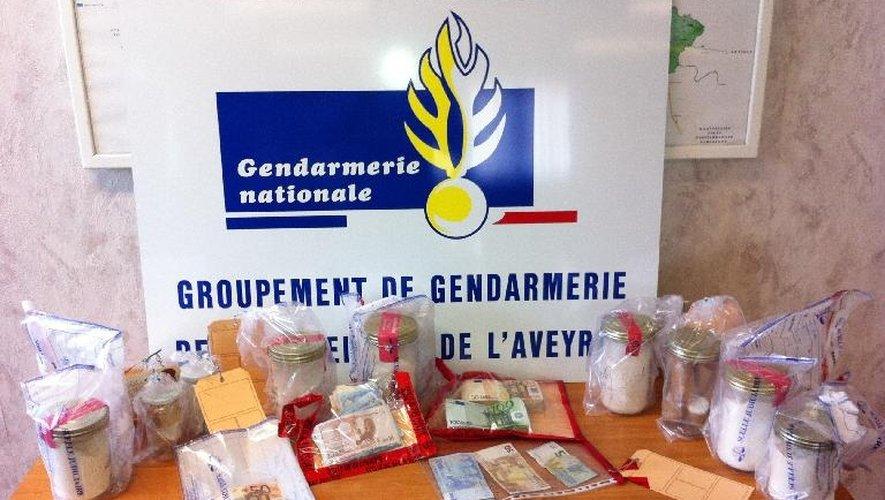 Les gendarmes de Millau ont saisi 1,560 kg de cocaïne, un revolver, 26 000€  en numéraire ainsi que deux voitures de luxe.