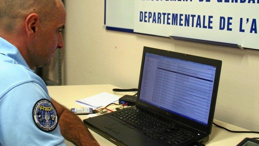 Le chef Roques, le gendarme N-Tech de l'Aveyron, habilité à interroger et faire parler tous les supports numériques.