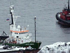 Russie: les charges contre l'équipage de Greenpeace ont été réduites
