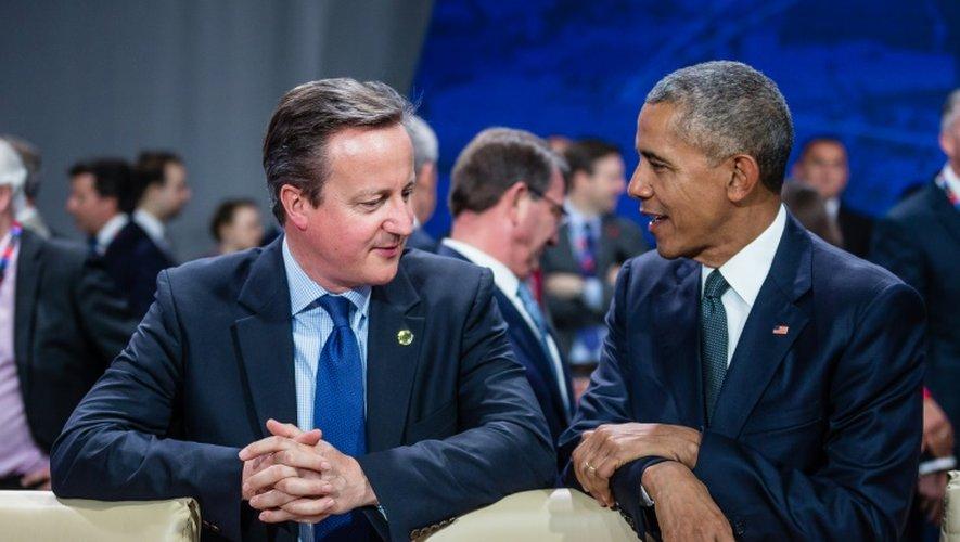 Le président américain Barack Obama (d) et le Premier ministre britannique David Cameron, le 8 juillet 2016 à Varsovie