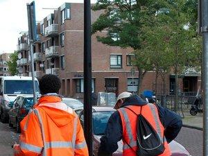 A Amsterdam, des alcooliques nettoient les rues en échange... de bières