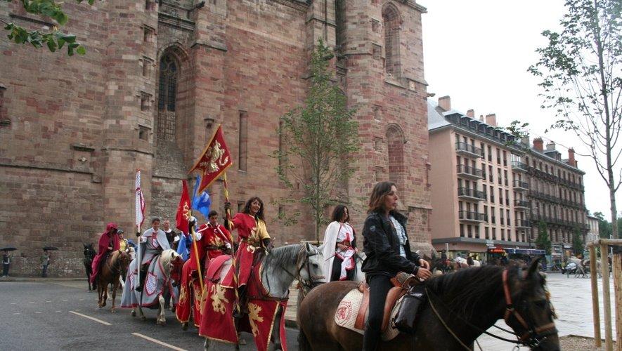Les 60 cavaliers ont fait, en passant entre les gouttes, une entrée triomphale dans les rues de Rodez, hier en fin d'après-midi.