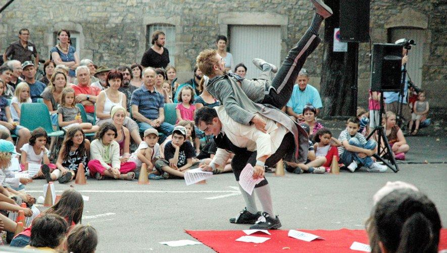 Mime, magie, théâtre, marionnettes, danse... il y en a pour tous les goûts.