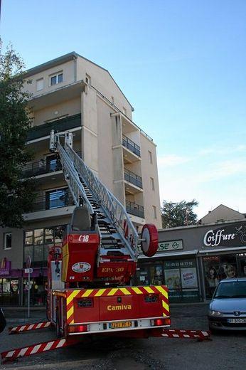 Les pompiers ont été appelés pour secourir la dame cloîtrée sur son balcon.