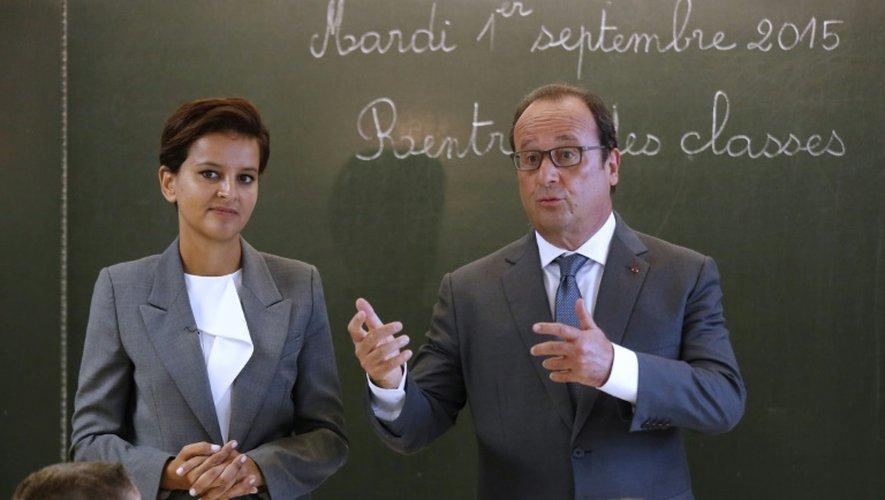 La ministre de l'Education Najat Vallaud-Belkacem et le président François Hollande dans une école primaire pour la rentrée scolaire le 1er septembre 2015 à Pouilly-sur-Serre