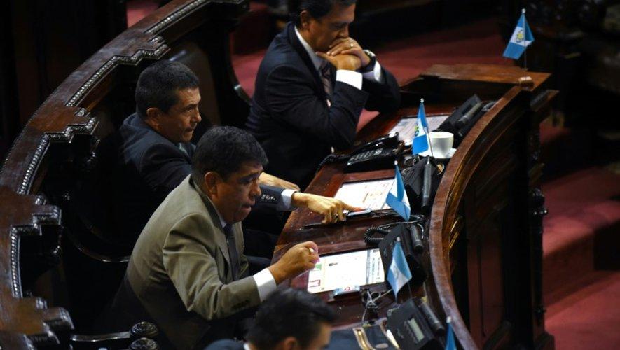 Les députés votent la destitution du président Otto Pérez, le 1er septembre 2015 au Parlement de la ville de Guatemala