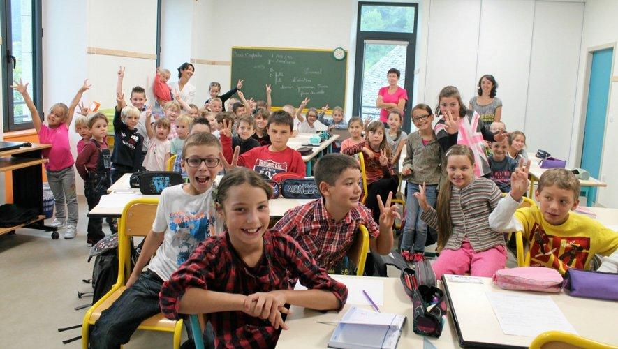 Petits et plus grands des deux communes du canton de l'Aubrac sont réunis, depuis hier, dans une école flambant neuve.