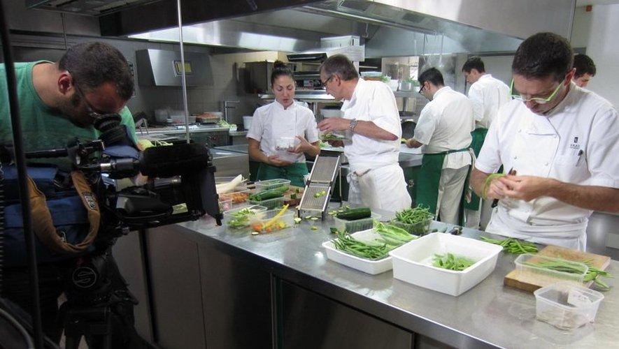 Dans la cuisine de Michel et Sébastien Bras, au Puech du Suquet.