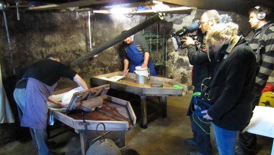 Au buron de Camejane, la fabrication du fromage.